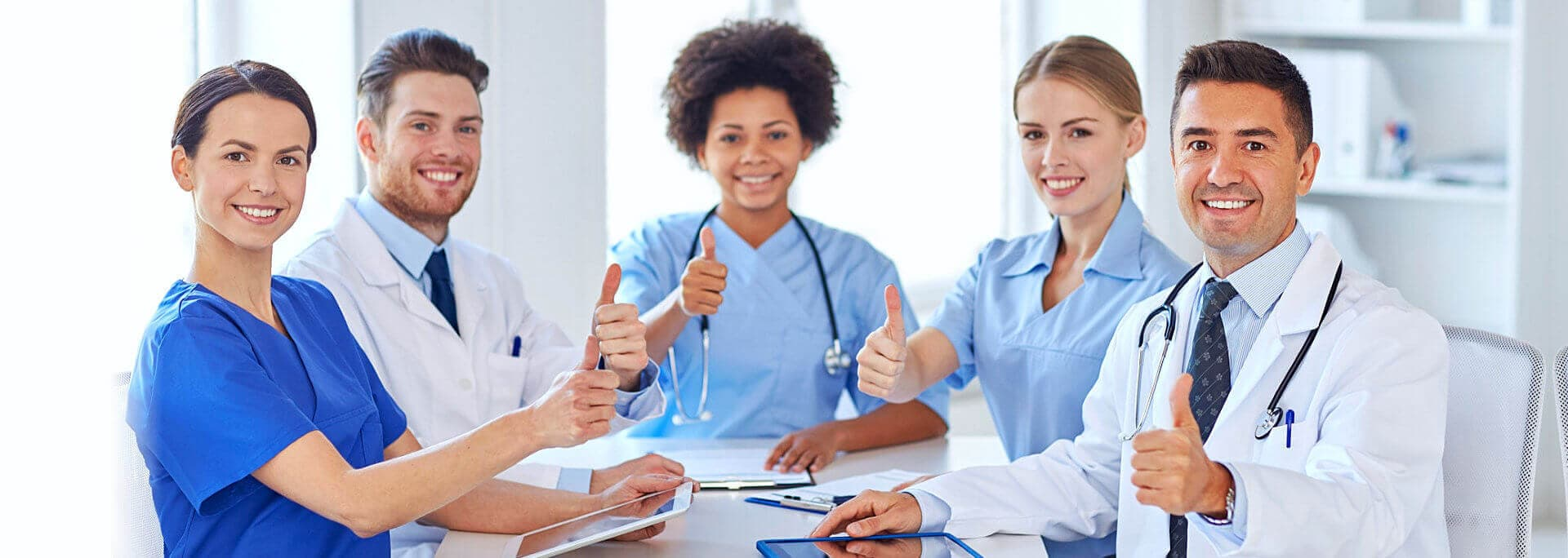 doctors and nurses smiling while thumbs up